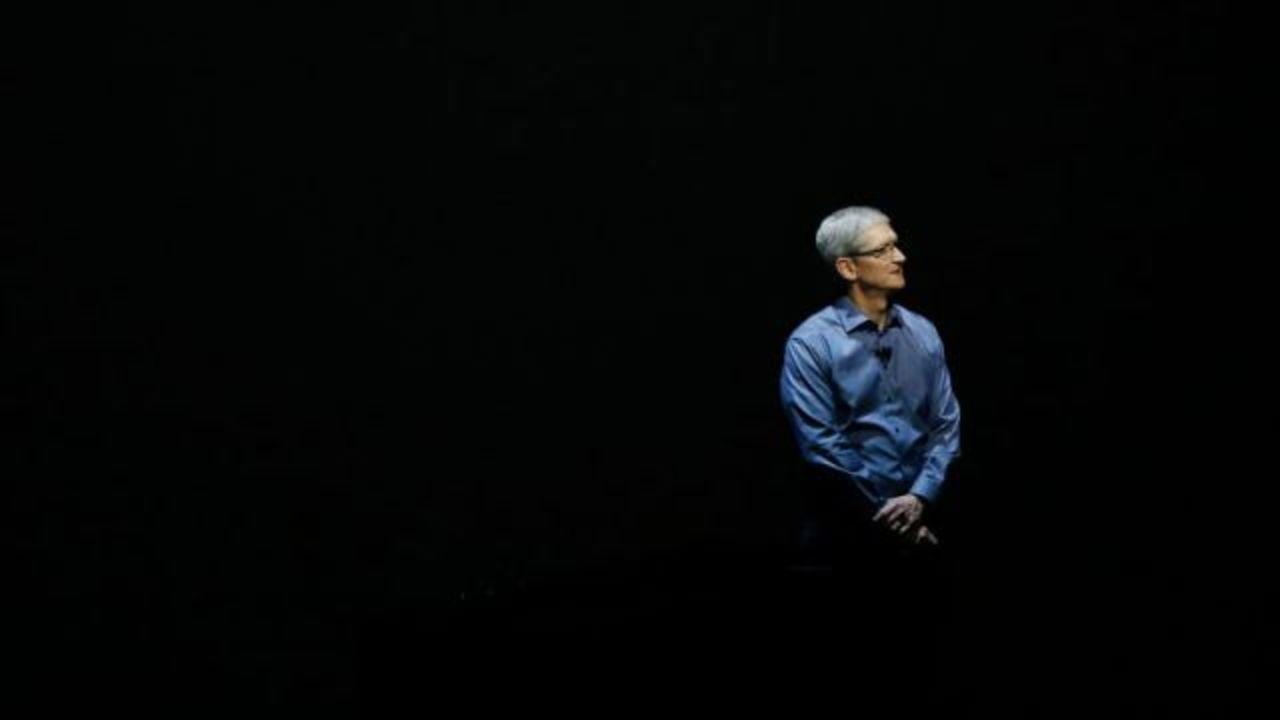 アップルのクックCEOが社内メモ、FBIバトル解決を政府の委員会に求める