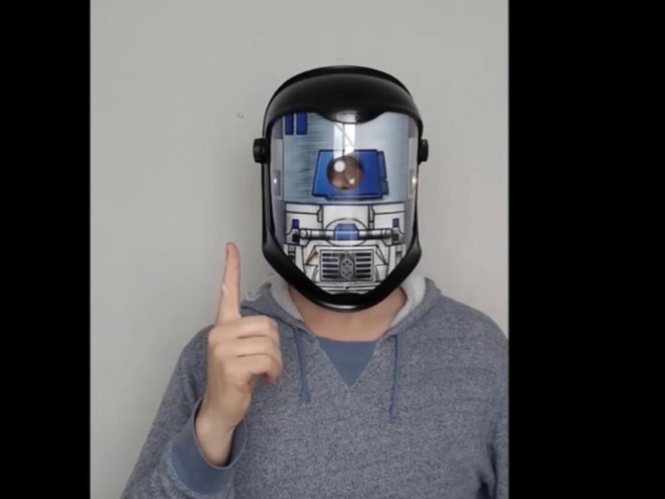 R2-D2ヘルメットがあなたの言葉をR2-D2語に「翻訳」してくれる