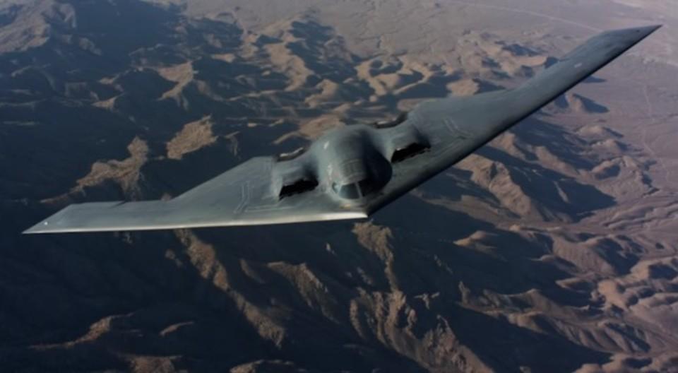 アメリカのステルス爆撃機B-2の貴重な飛行映像