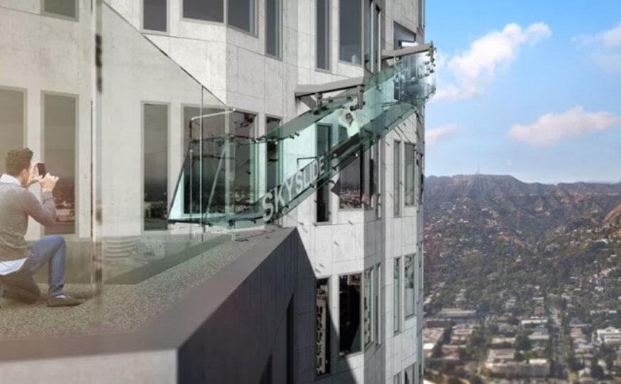 上空300mにあるガラスのすべり台、すべる勇気はありますか?