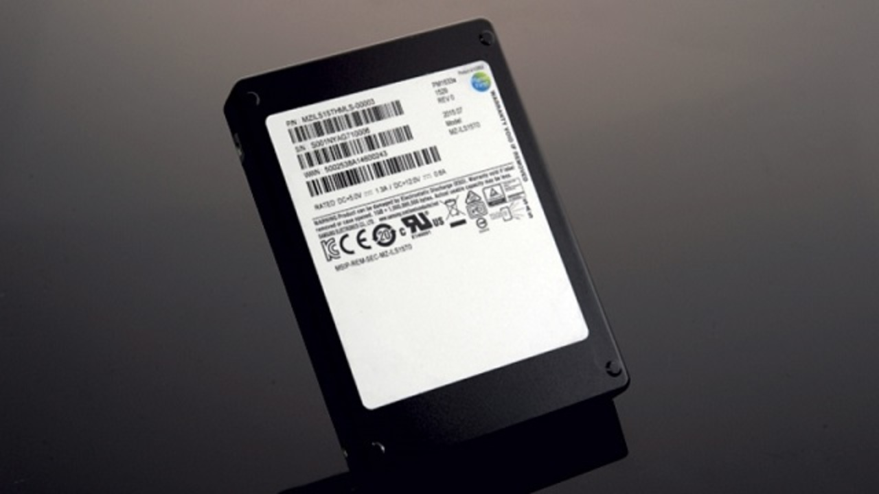 サムスン、15.36TBの怪物SSDを出荷開始