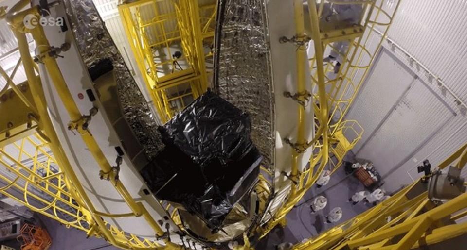 気象衛星の組み立てから発射までをタイムラプスで