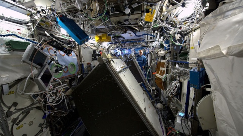 タコ足どころじゃない。ISS内部のケーブル配線がすごい