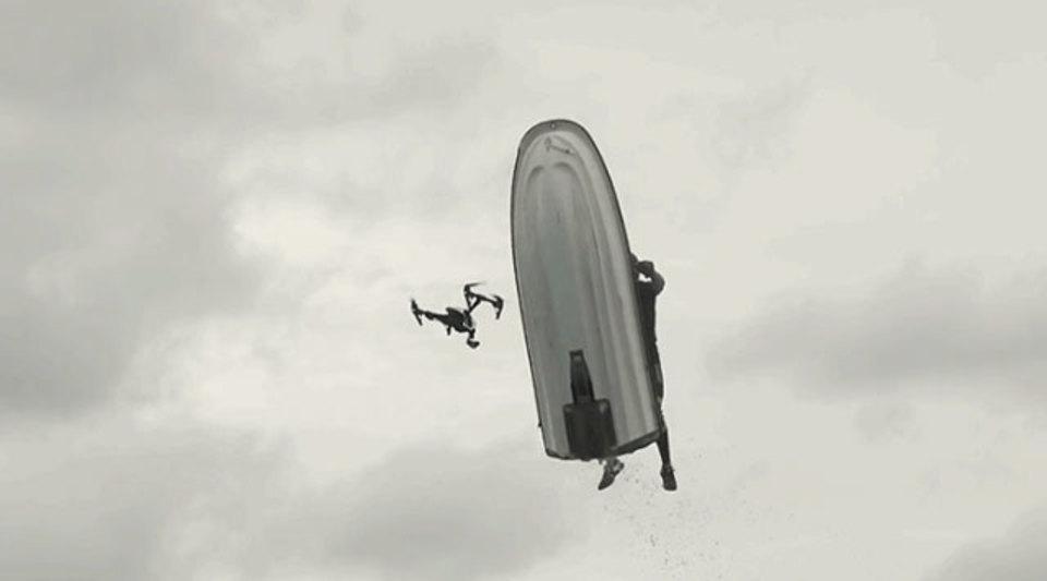 クールなジェットスキー映像、壊れた34万円相当のドローン…プライスレス