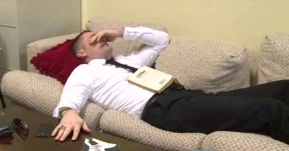 「無殺菌乳合法化に乾杯!」で牛乳飲んだ議員が倒れる、米ウェストバージニア州
