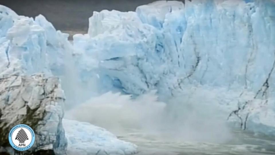 ペリト・モレノ氷河の氷の橋、70mの高さから崩壊(動画あり)