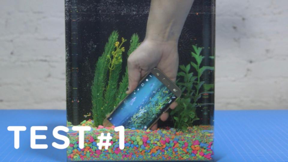 Galaxy S7が耐水だって豪語するから30分間水につけてみました