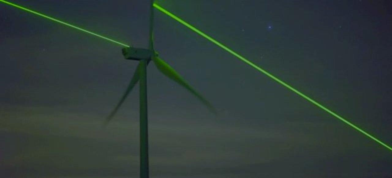 オランダの象徴、風車がレーザービームを放つとこうなる