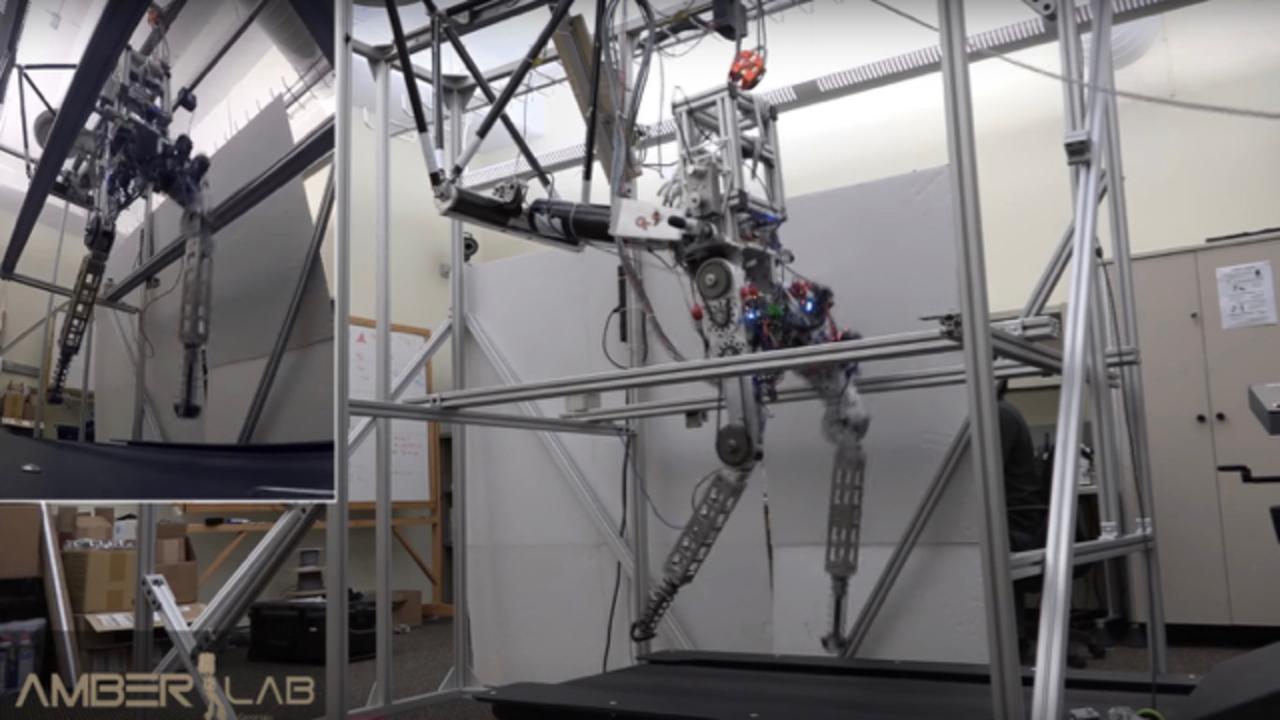 2足歩行ロボット、すぐに走れるようになるかもしれない(動画あり)