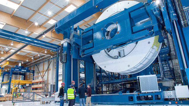 アメリカ初の洋上風力発電、150トンのジェネレーターが頼もしい大きさ