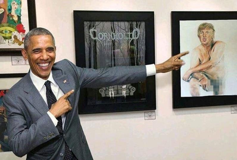 フェイクです。オバマ大統領がドナルド・トランプ氏のアレな絵を見て笑ってる写真