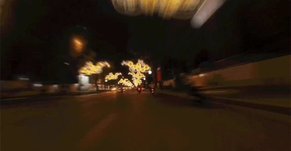 高速でホーチミンの街を駆け抜けると見えてくる景色