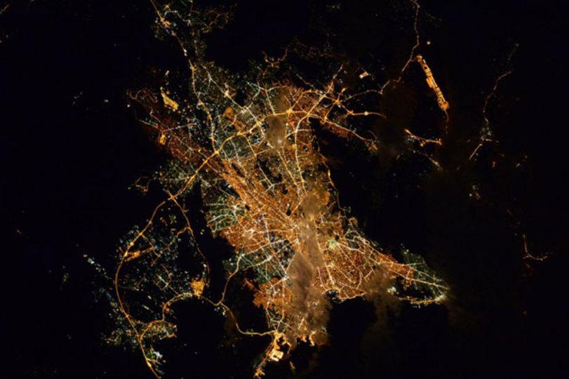 ソラに宇宙飛行士がいる限り、ずっとこんな夜景を見ることができるのだ