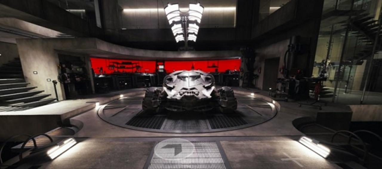 ストリートビューを使って、バットマンの秘密基地「バットケイブ」を探検できるよ!