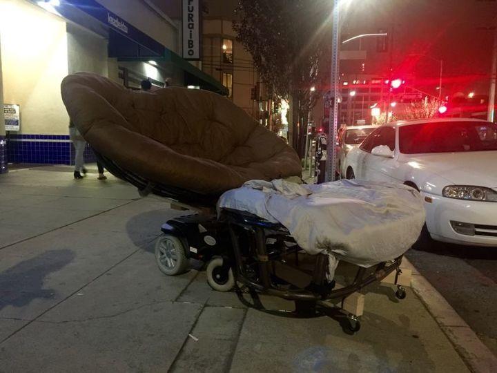 ロサンゼルスで目撃情報あり。このふかふかな乗り物はいったい...?