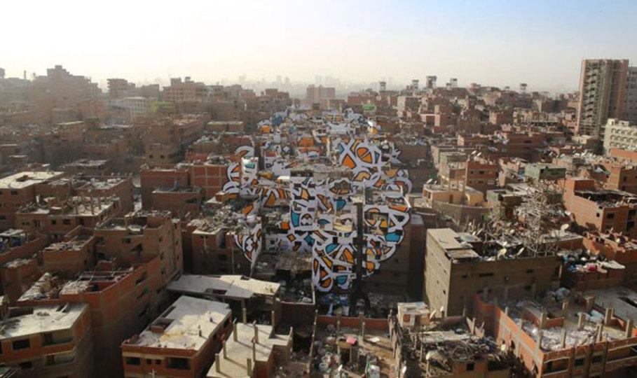 街全体に描かれた大スケールなグラフィティアート