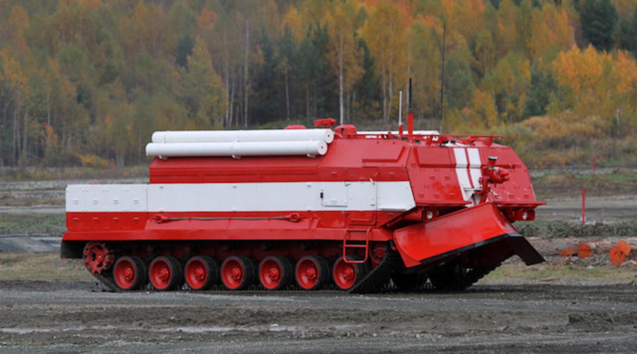 おそロシア。戦車を改造した消防車の勇姿を見よ