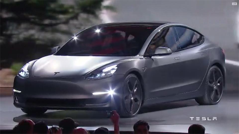 【速報】テスラの次世代電気自動車「モデル3」のデザインがこれだ!