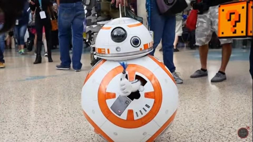 史上最もかわいい変形型BB-8のコスプレ