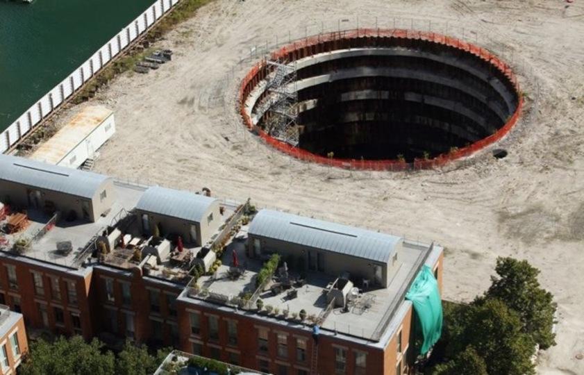 景気が悪いと地面に巨大な穴があいてしまう例(シカゴからお届けします)