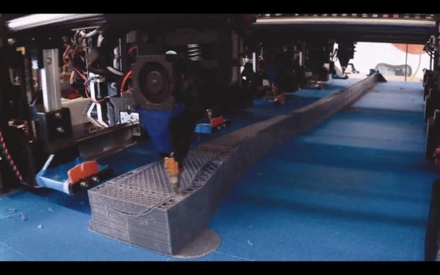 キング・オブ・3Dプリンター。複数の腕が同時に1つの巨大な物体を制作する3Dプリンター
