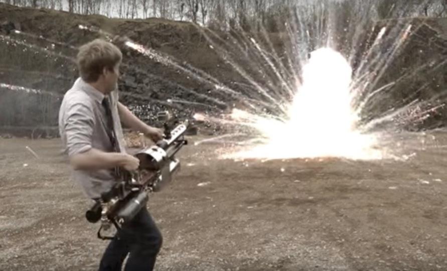YouTubeのDIYビデオがますます過激に。テルミット反応で自作ロケットランチャーが作られる