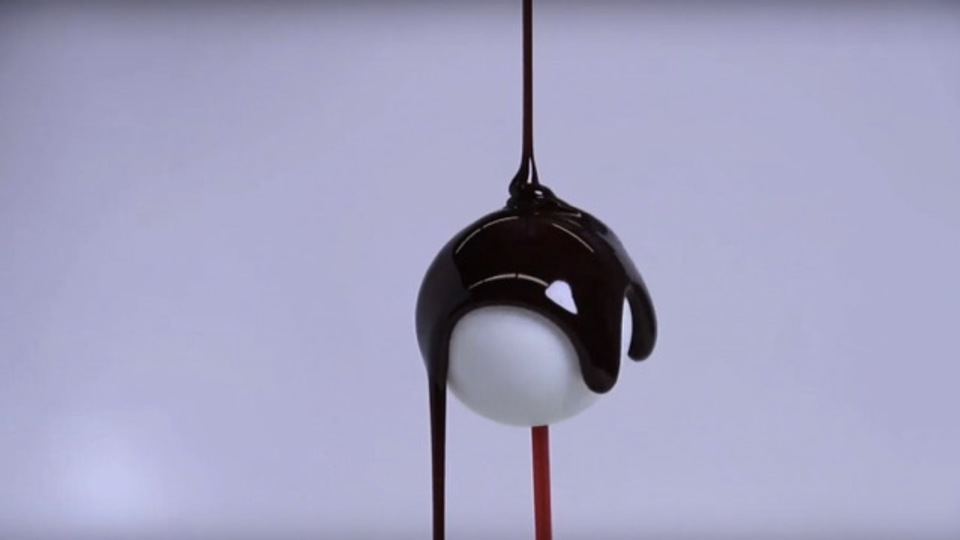 真面目なサイエンスの話。MIT、チョコのコーティングの厚みを数式化することに成功(動画あり)