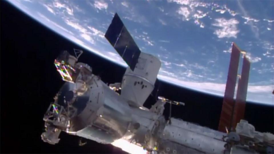 海上着陸につづき。SpaceXの補給船「Dragon」、ISSに無事到着