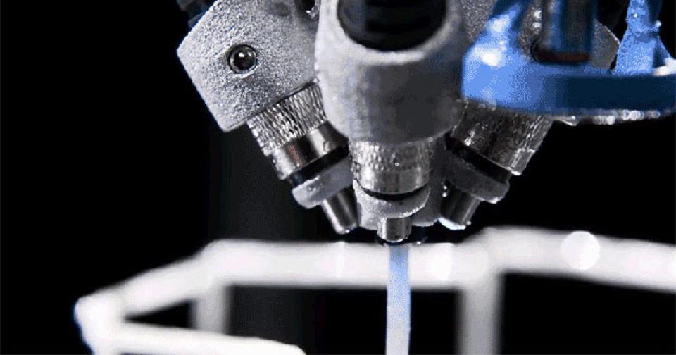 まるで口から糸。3Dプリンタロボットが蜘蛛に見えてきた