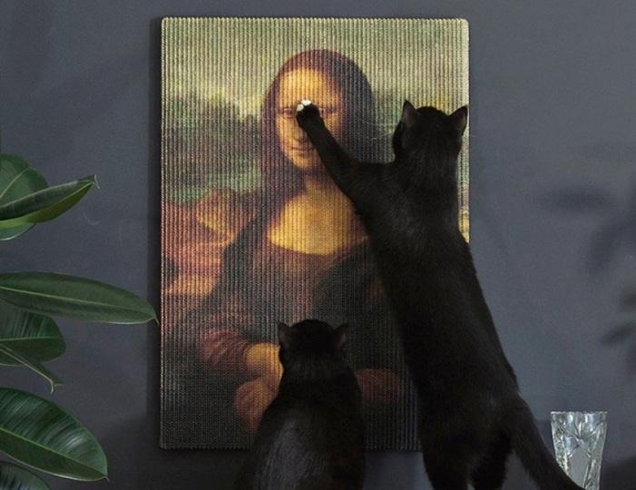 これはいい絵だニャ~。猫の爪とぎにも耐えられる丈夫な絵画