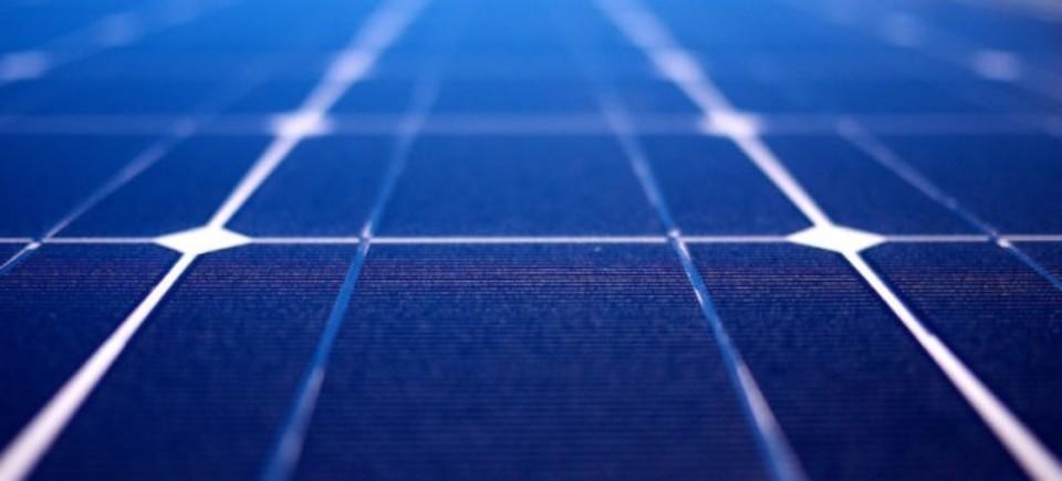 光からだけでなく雨からも発電できる太陽電池、実用化できたらすごくない?