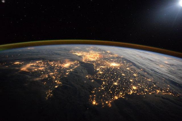 160414_nightscenefromspace_2.jpg