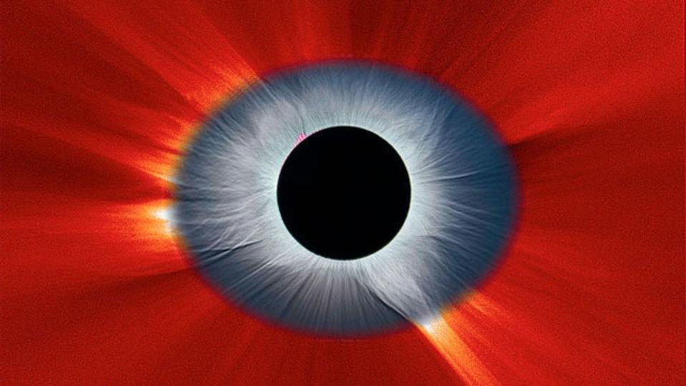 日食で見えた太陽系の「目」
