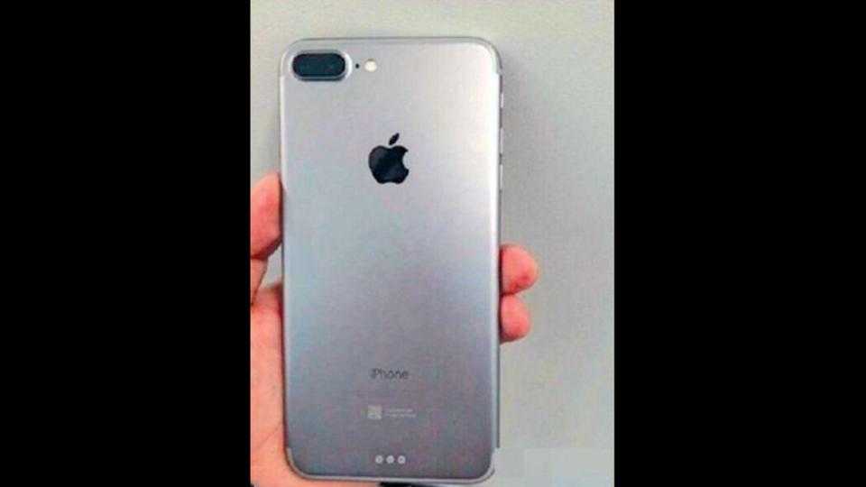 iPhone用キーボードも同時に発売? 流出したiPhone 7/7 Plusの画像の信憑性は高い模様