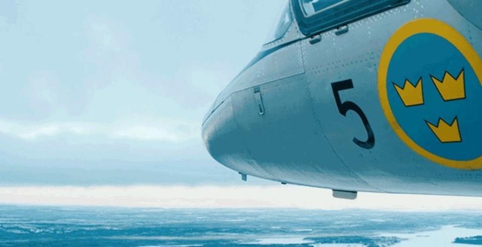 ジェット戦闘機にスタビライザー付きカメラをつけたら、ド迫力の映像が撮れた