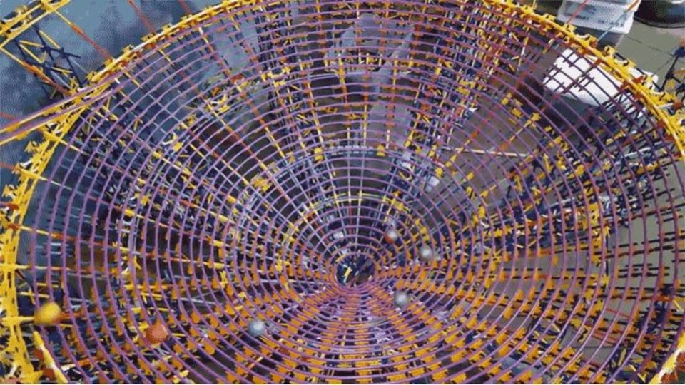 12万以上のピースを使った大作、K'NEXのBig Ball Factoryでギネス記録!