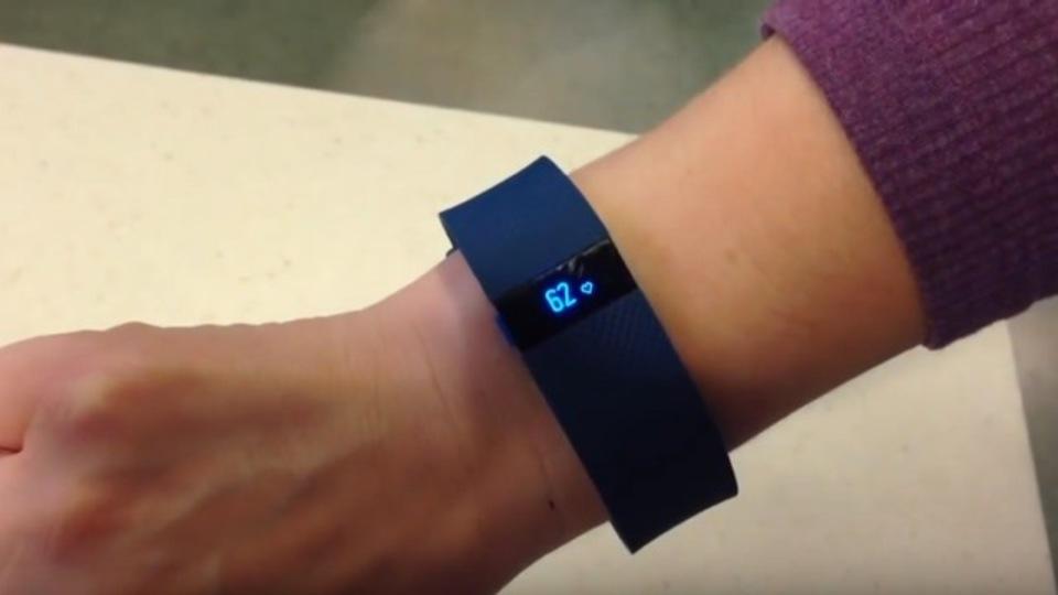 Fitbitのおかげ。世界初、フィットネストラッカーが人命救助