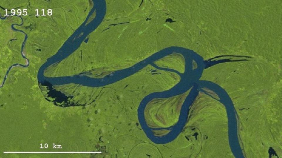 28年の時をかけて姿を変えるウカヤリ川。大蛇のような姿が壮大です