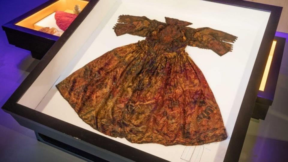 海の底から見つかった17世紀のドレス、保存状態はすこぶる良い