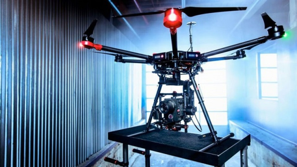 DJI、巨大な新ドローン「Matrice 600」を発表。その姿はもはや小型ヘリコプター