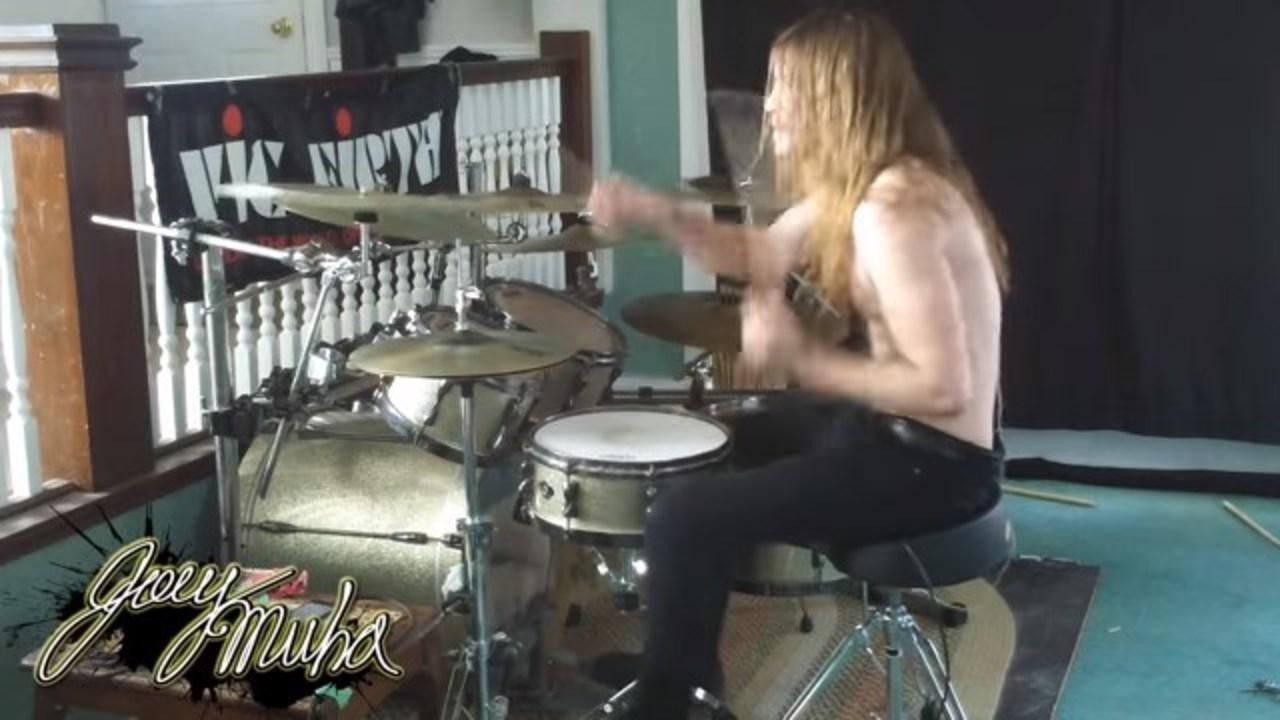 メタライズ・ドラムの達人が演奏する「スーパーマリオブラザーズ」