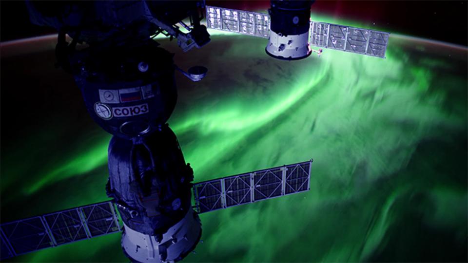 国際宇宙ステーションから見下ろすオーロラをタイムラプスでご堪能あれ