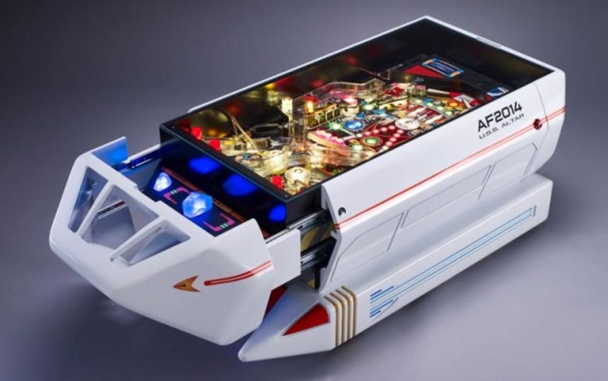 「スター・トレック」のシャトル型・ピンボール・コーヒーテーブル