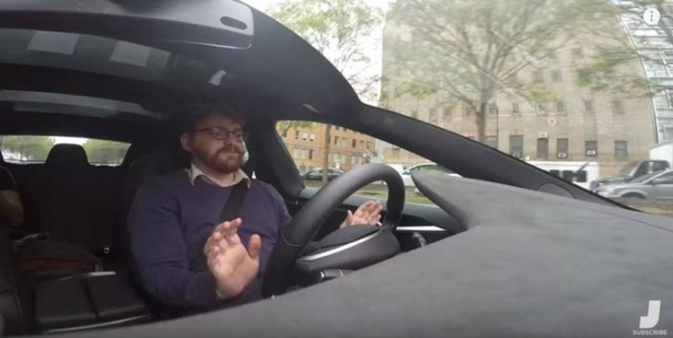 イーロン・マスク「テスラの自動運転は事故を半減させる」