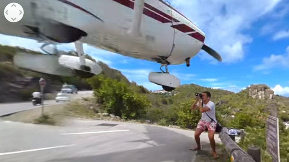 カメラを構えて着陸する飛行機を待っていたら...