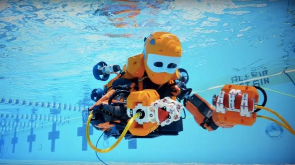 スタンフォード大が開発した水中探索用ヒト型ロボットがかっこいいけどシュール