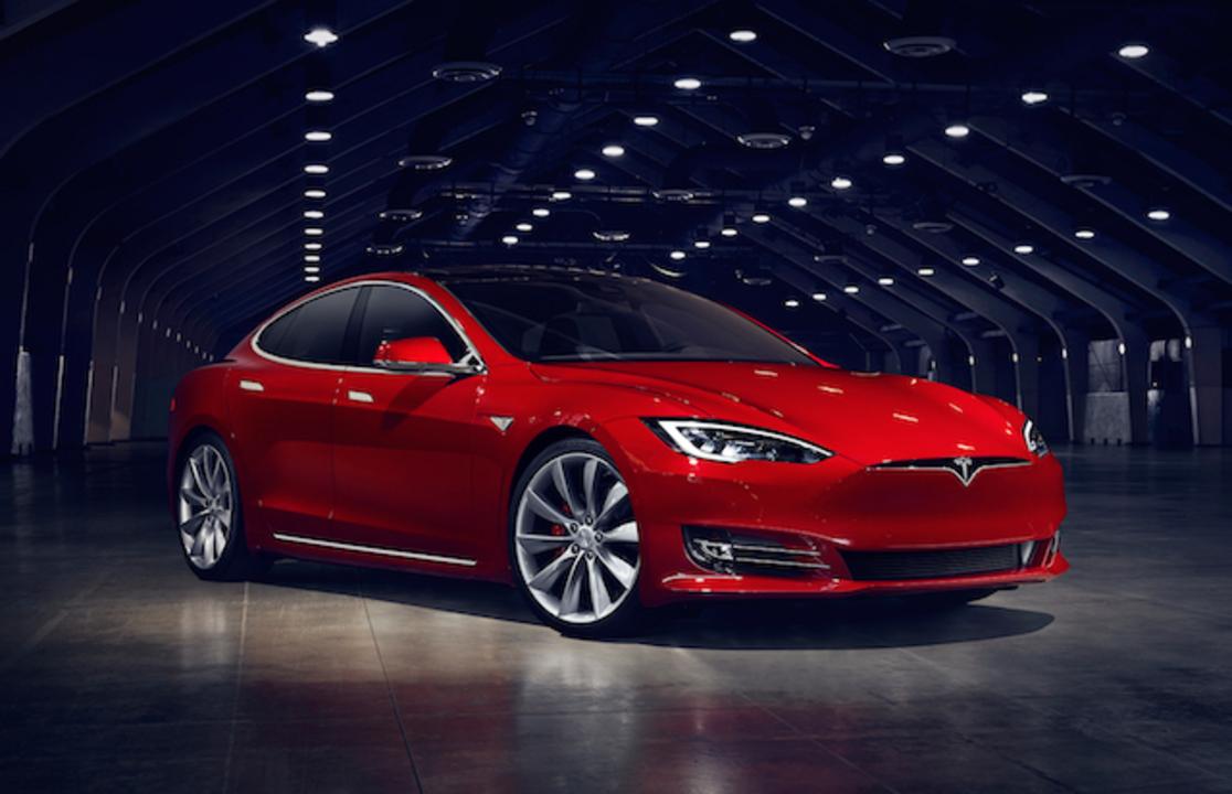 フロントグリルさようなら。電気自動車には必要ないよね? テスラ モデルSがアップデート