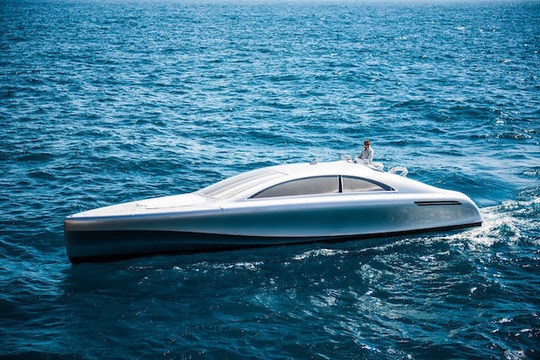 どこかベンツ車っぽい。メルセデスのラグジュアリーなボート「Arrow460-Granturismo」