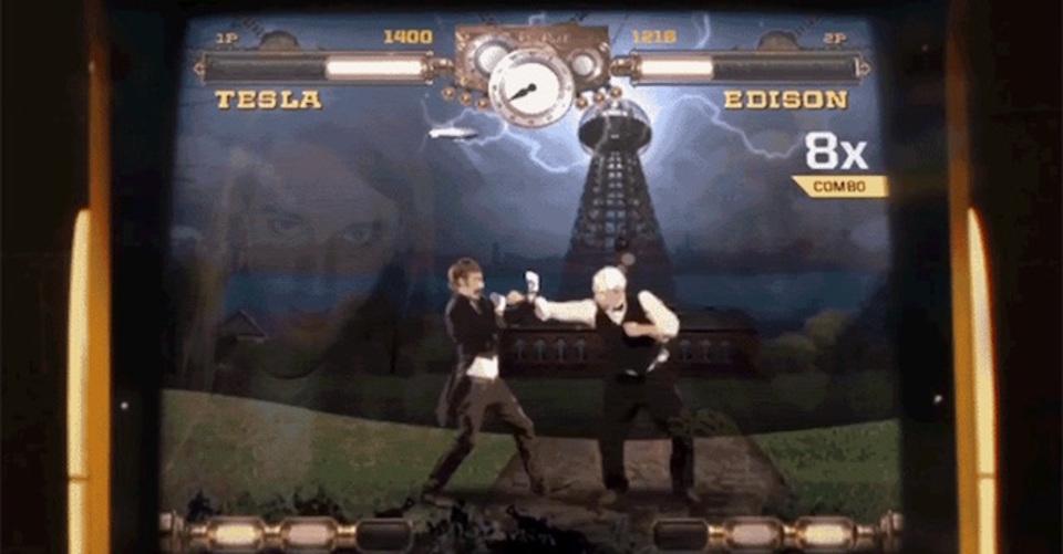 プレーヤーも強制的に参加させられる発明家テスラとエジソンが殴り合うアーケードゲーム