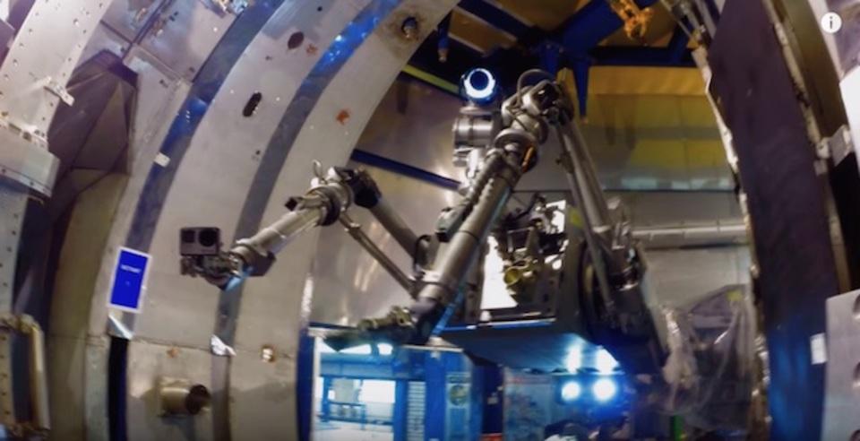 原子炉で働くかわいいロボット